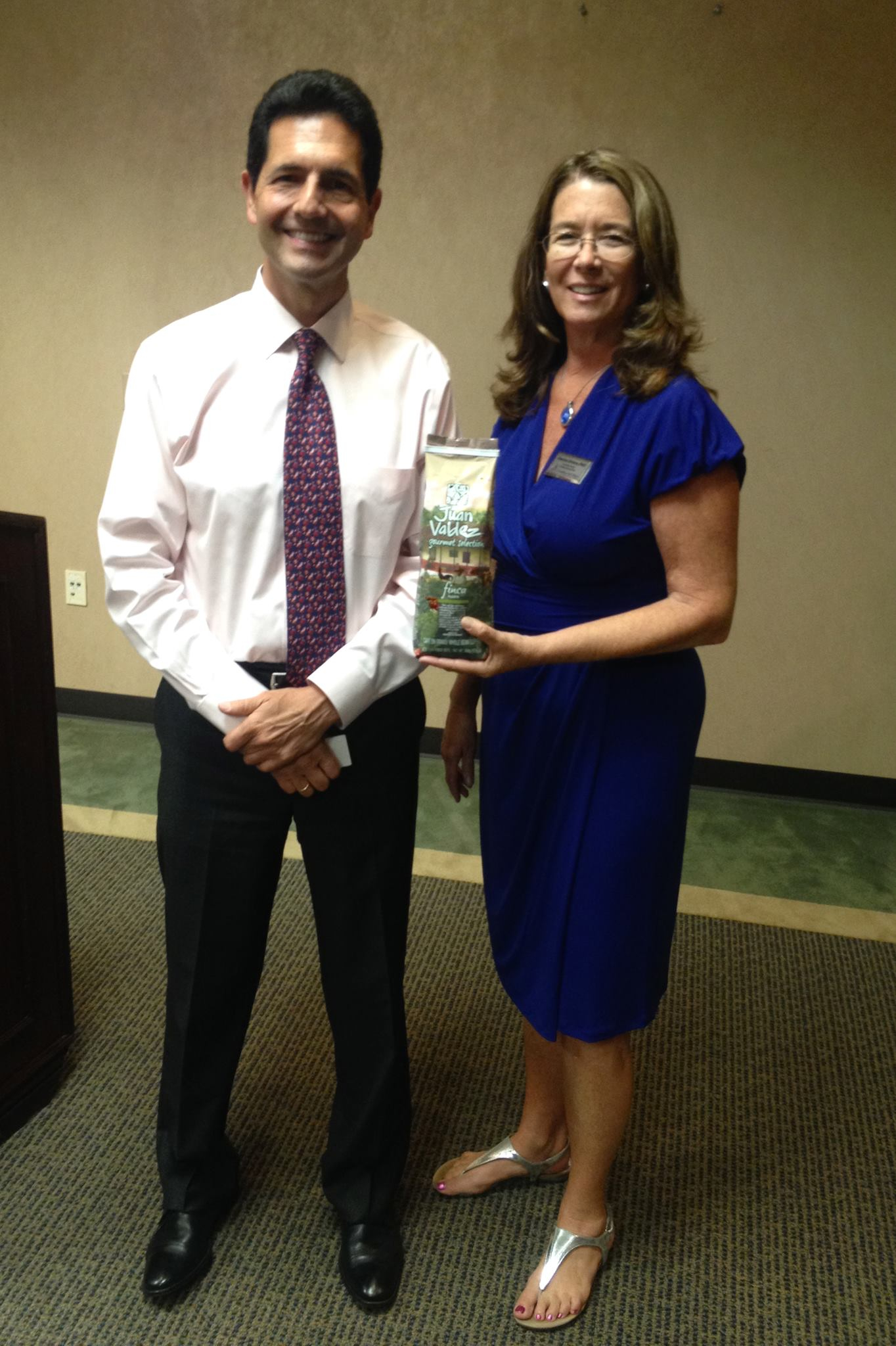 Denise Dimon, Director of Ahlers Center for International Business with Mr. Hernán Mendez
