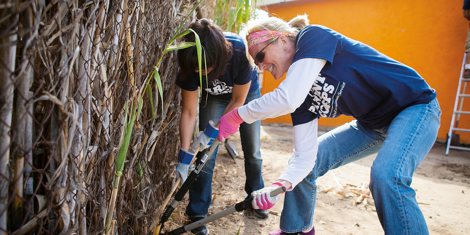 USD Parent Corps members work on a local project