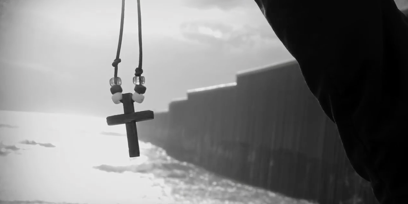 Image of cross at Mexican border
